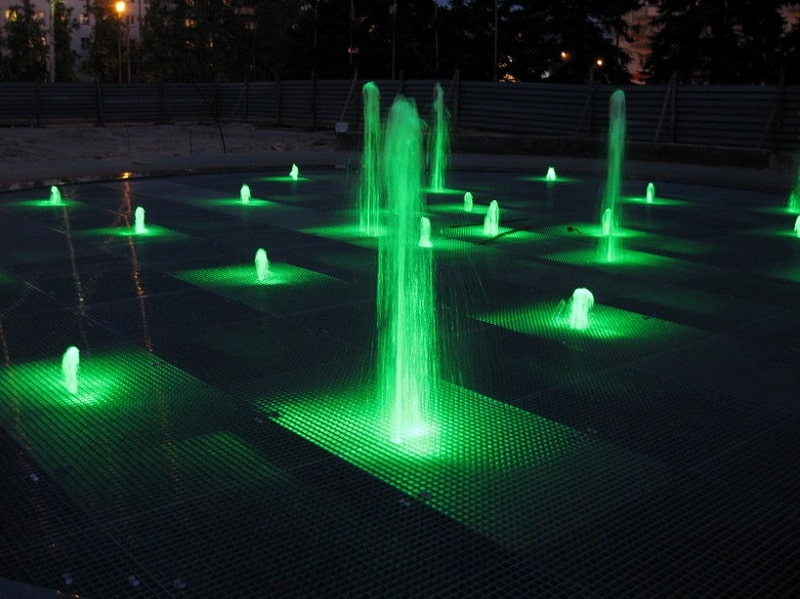 Светильники для подсветки фонтана: какие и как лучше использовать