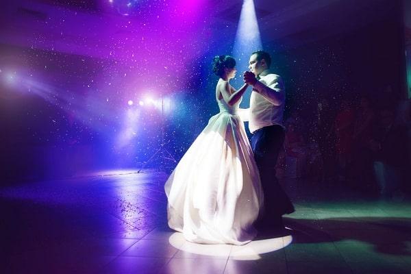 Как организовать освещение на свадьбу