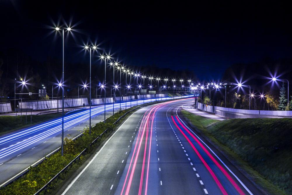 установка опор освещения на автомобильных дорогах